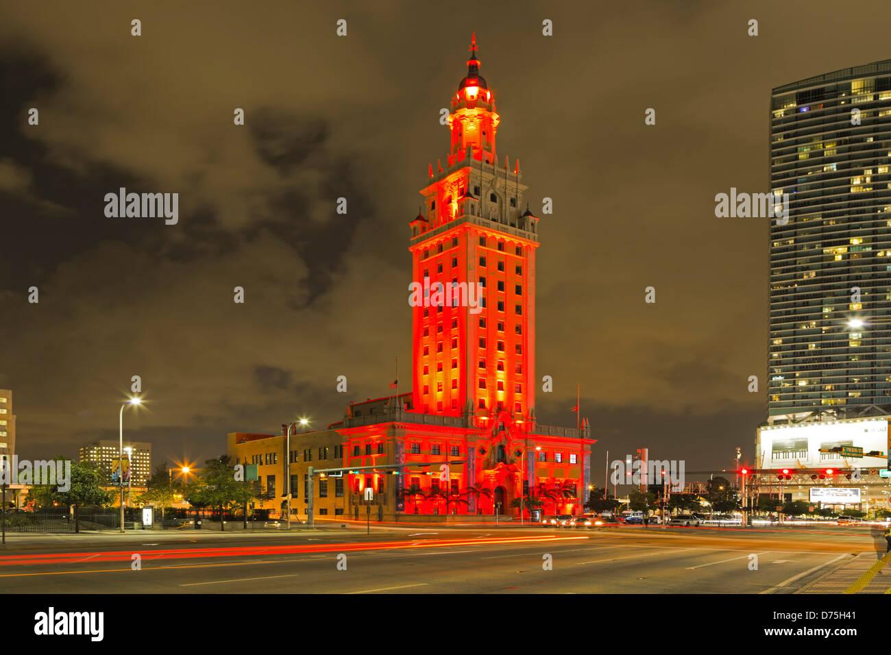 Freedom Tower und helle Streifen, Miami, Florida USA Stockbild