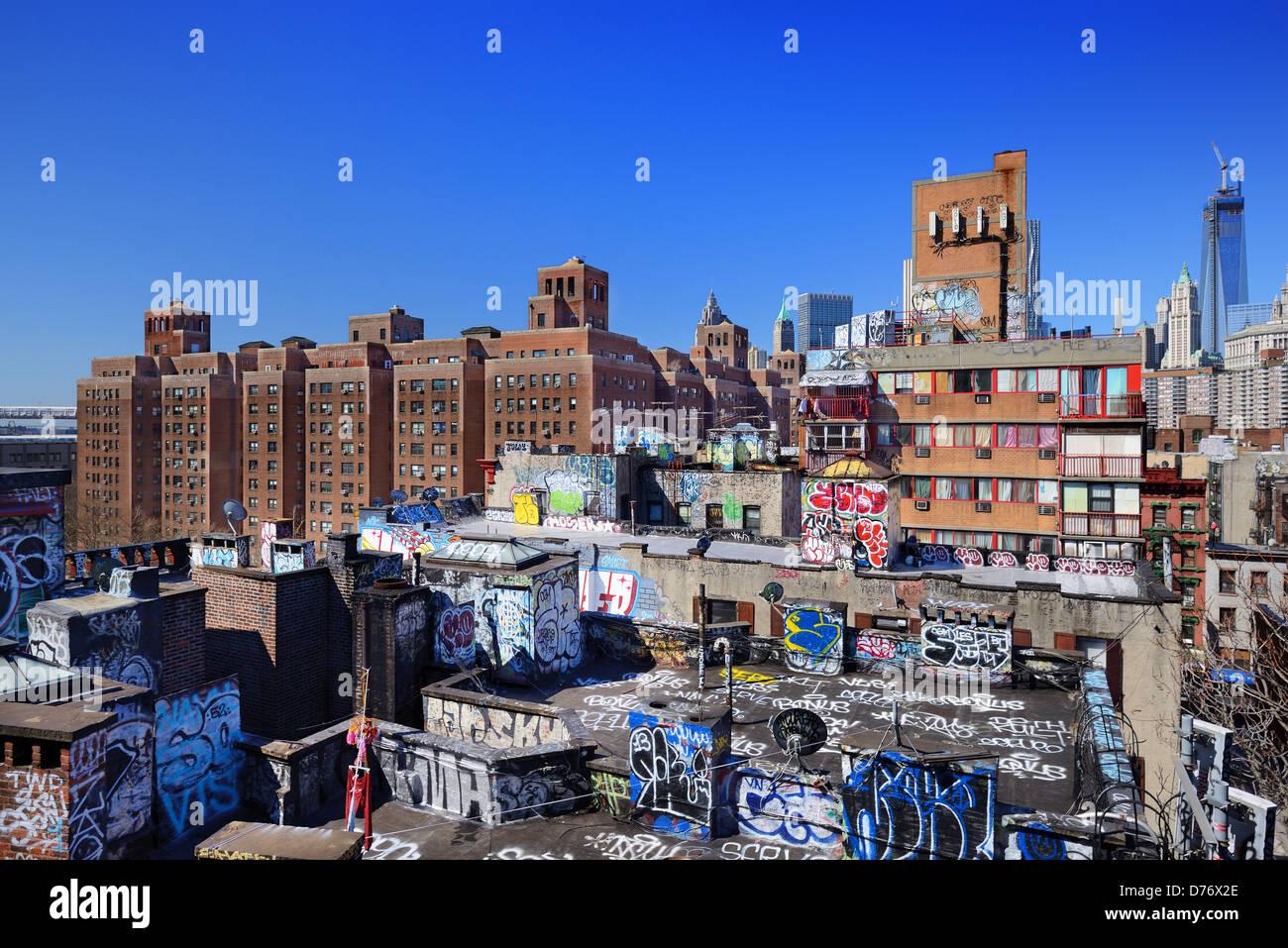 Düstere Dächer in der Lower East Side von Manhattan Stockbild
