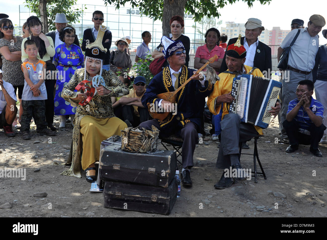 Traditionelle Musik vor dem Nationalstadion während Naadam Stockbild