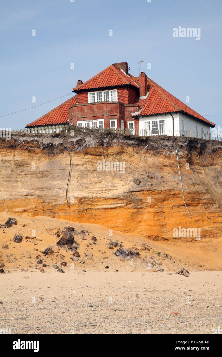 beach house erosion stockfotos beach house erosion. Black Bedroom Furniture Sets. Home Design Ideas