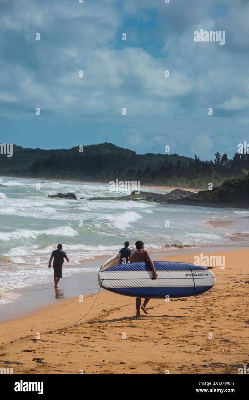 Surfer am Luquillo Beach, Puerto Rico, West Indies, Karibik Stockbild