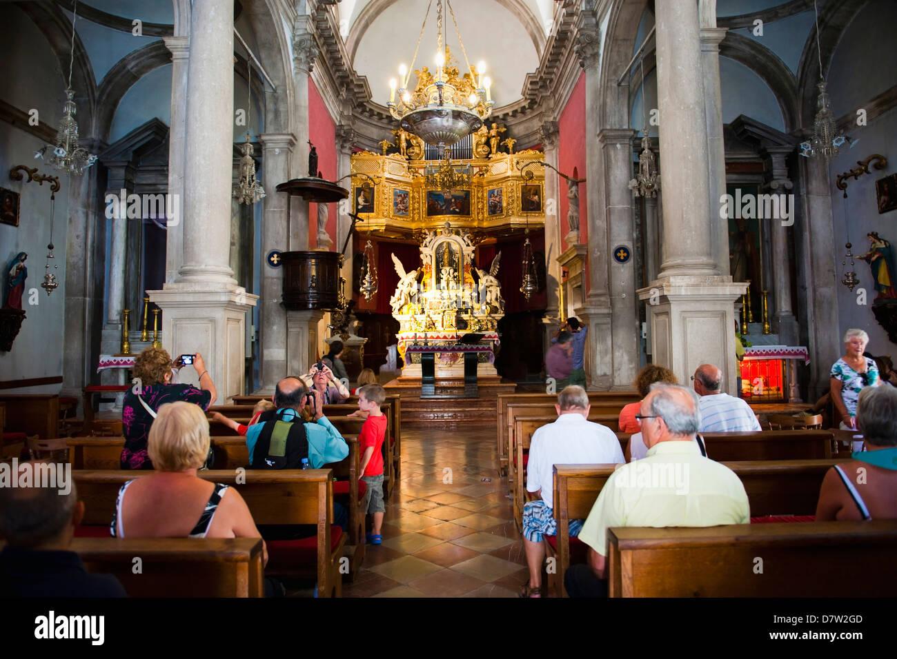 Touristen in der Kirche des Hl. Blasius, Dubrovnik Altstadt, UNESCO-Weltkulturerbe, Dubrovnik, Kroatien Stockbild