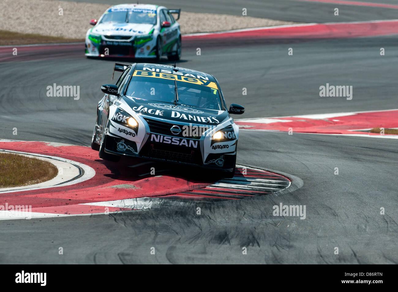 Todd Kelly von V8 Supercars Team Motorsport Holdings trifft den Bordstein während V8 Supercars racing Circuit Stockbild