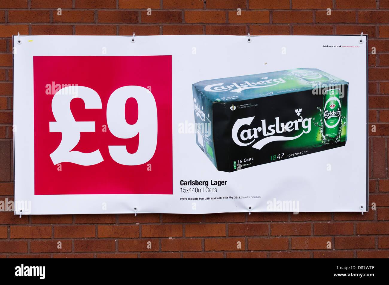 Günstige Lager Plakat an einem Coop-Supermarkt, UK Stockbild