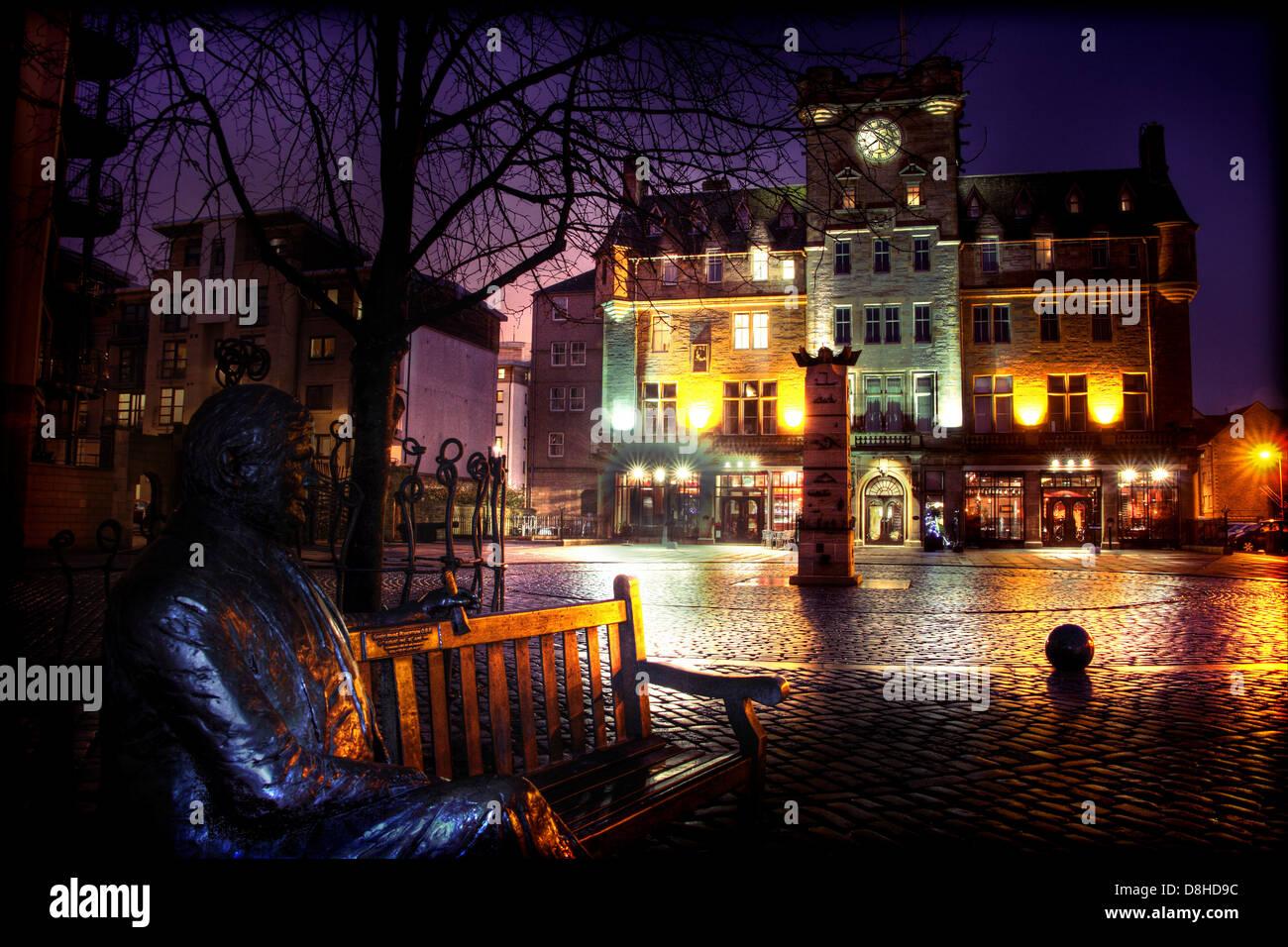 Laden Sie dieses Alamy Stockfoto Leith Ufer Waterfront in der Abenddämmerung, Edinburgh @HotpixUK - D8HD9C