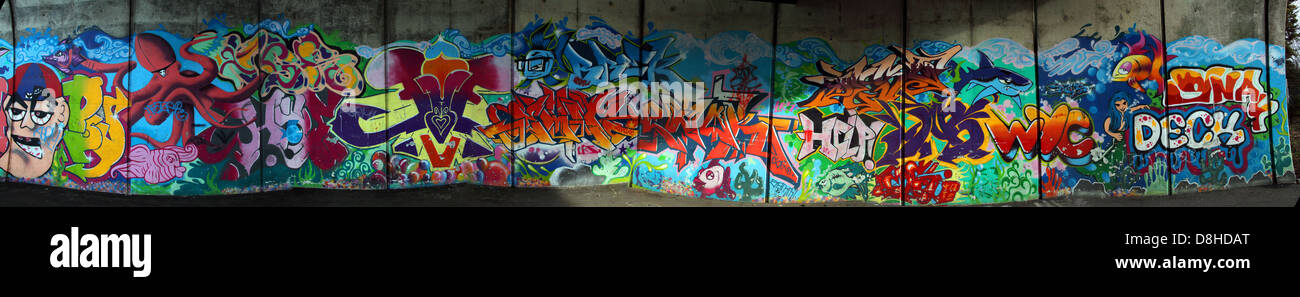 Dieses Stockfoto: Grafitti fleetsbridge Poole, Dorset, England, BH1 2BW - D8HDAT