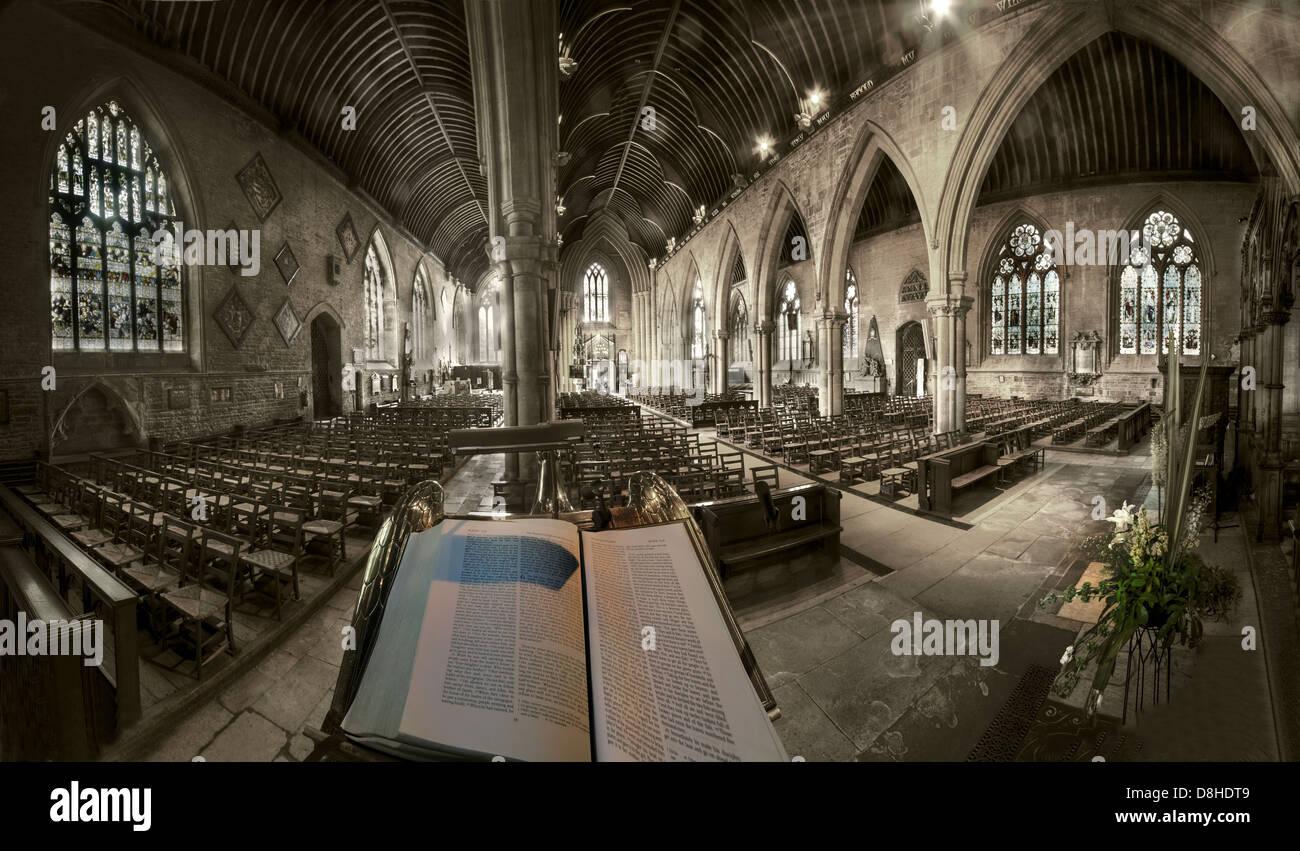 Laden Sie dieses Alamy Stockfoto Weitwinkel-Blick von der Kanzel St. Wulframs Kirche Grantham Lincs, England, UK NG31 6RR - D8HDT9