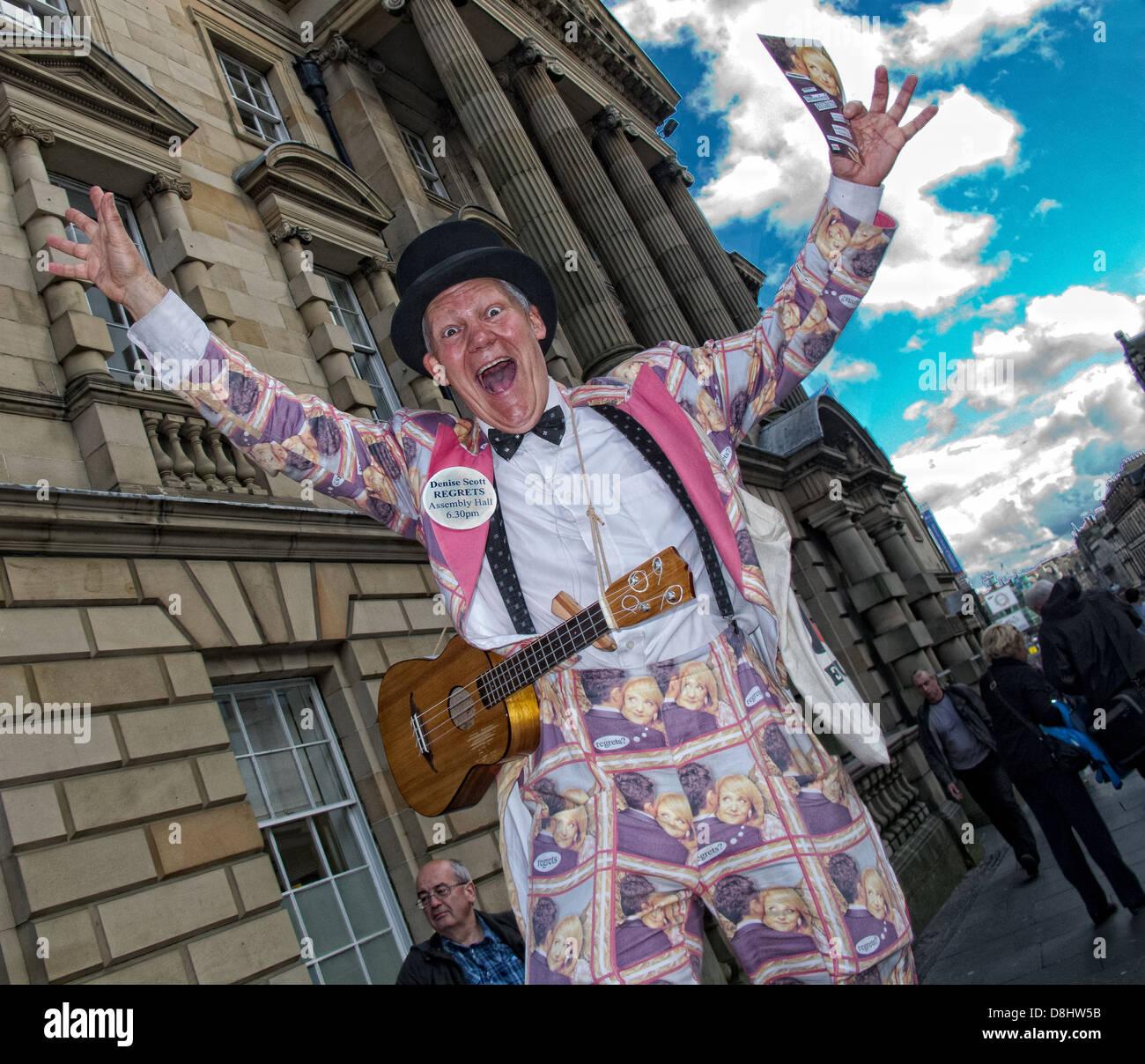 Laden Sie dieses Alamy Stockfoto Edinburgh Festival Fringe handeln, Schottland, UK, EH1 1QS - D8HW5B