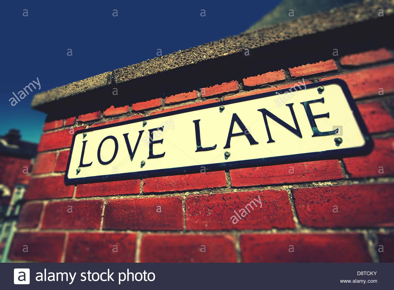 Liebe Spur Schild an Wand Stockbild