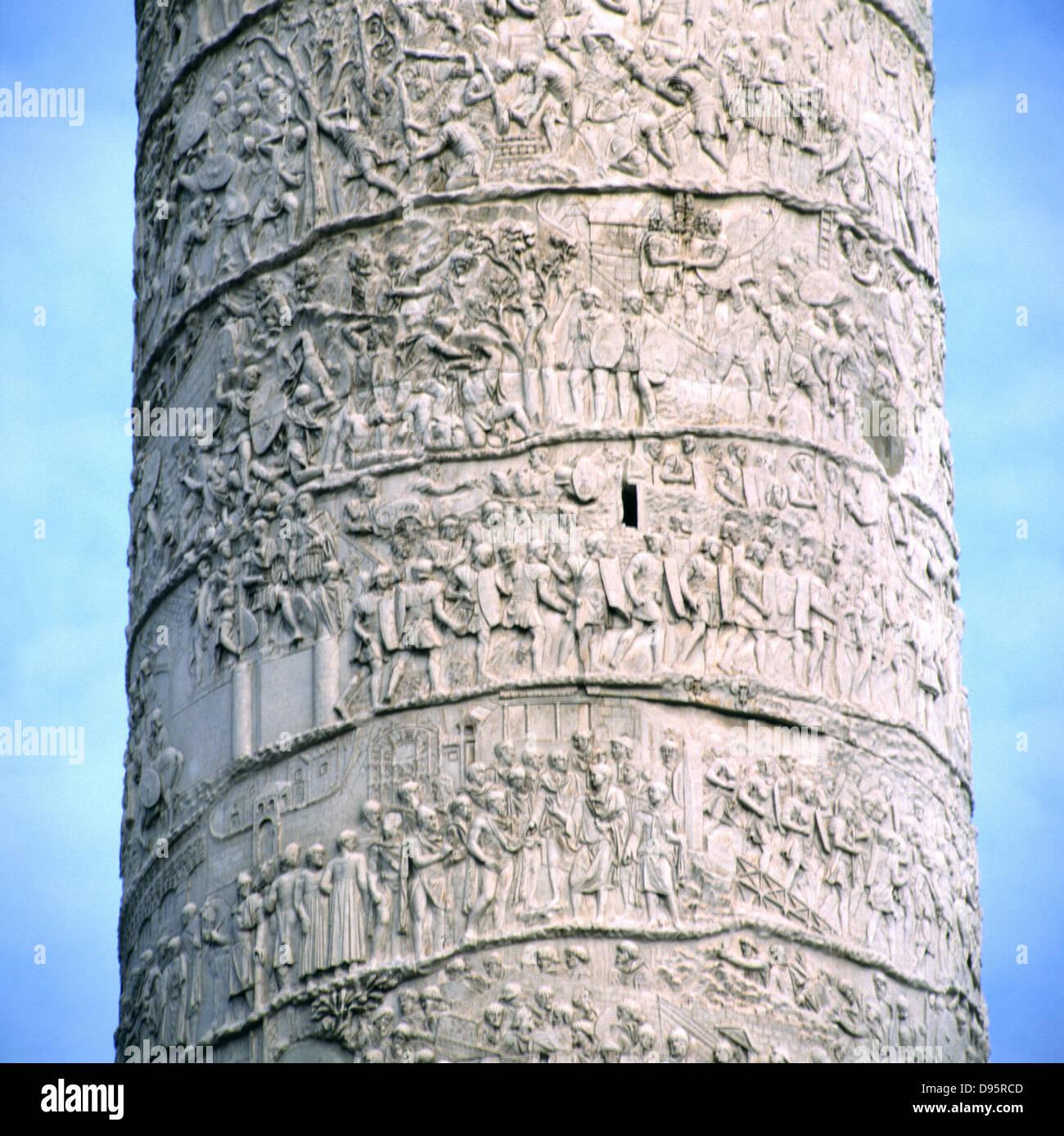 Trajanssäule, Rom, Italien. Errichtet von Kaiser Trajan 106-113 und geschnitzt in flachem Relief mit Erzählung Stockbild