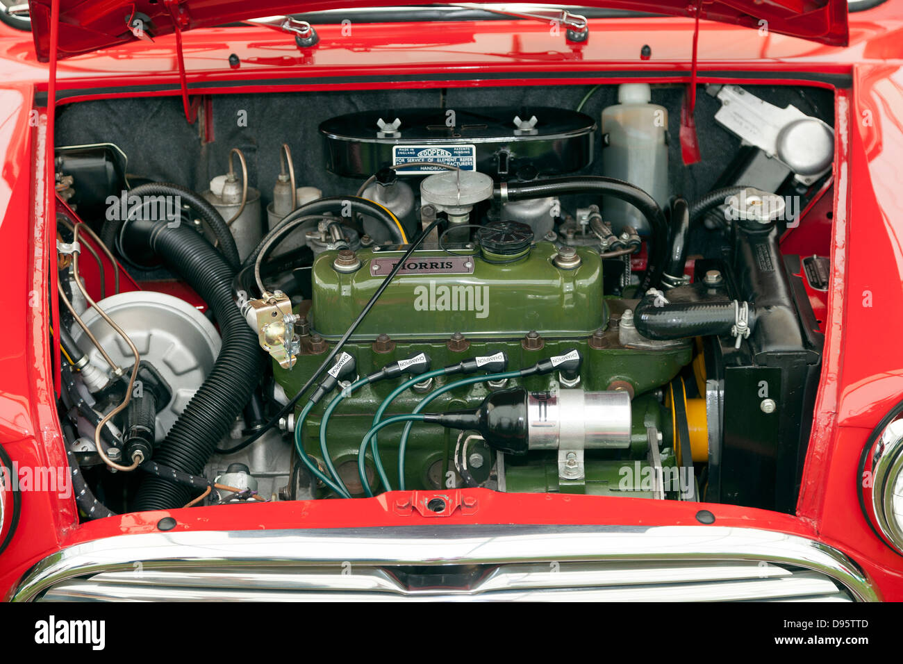 Rot Austin Morris Mini Automotor unter der Haube Stockbild