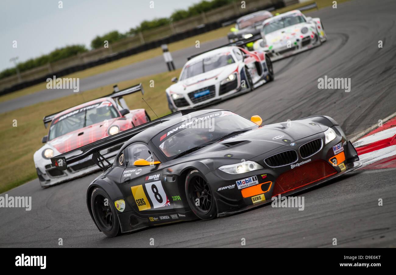 Verschiedenen britischen GT-Fahrzeuge durchlaufen Murrays Ecke Stockbild