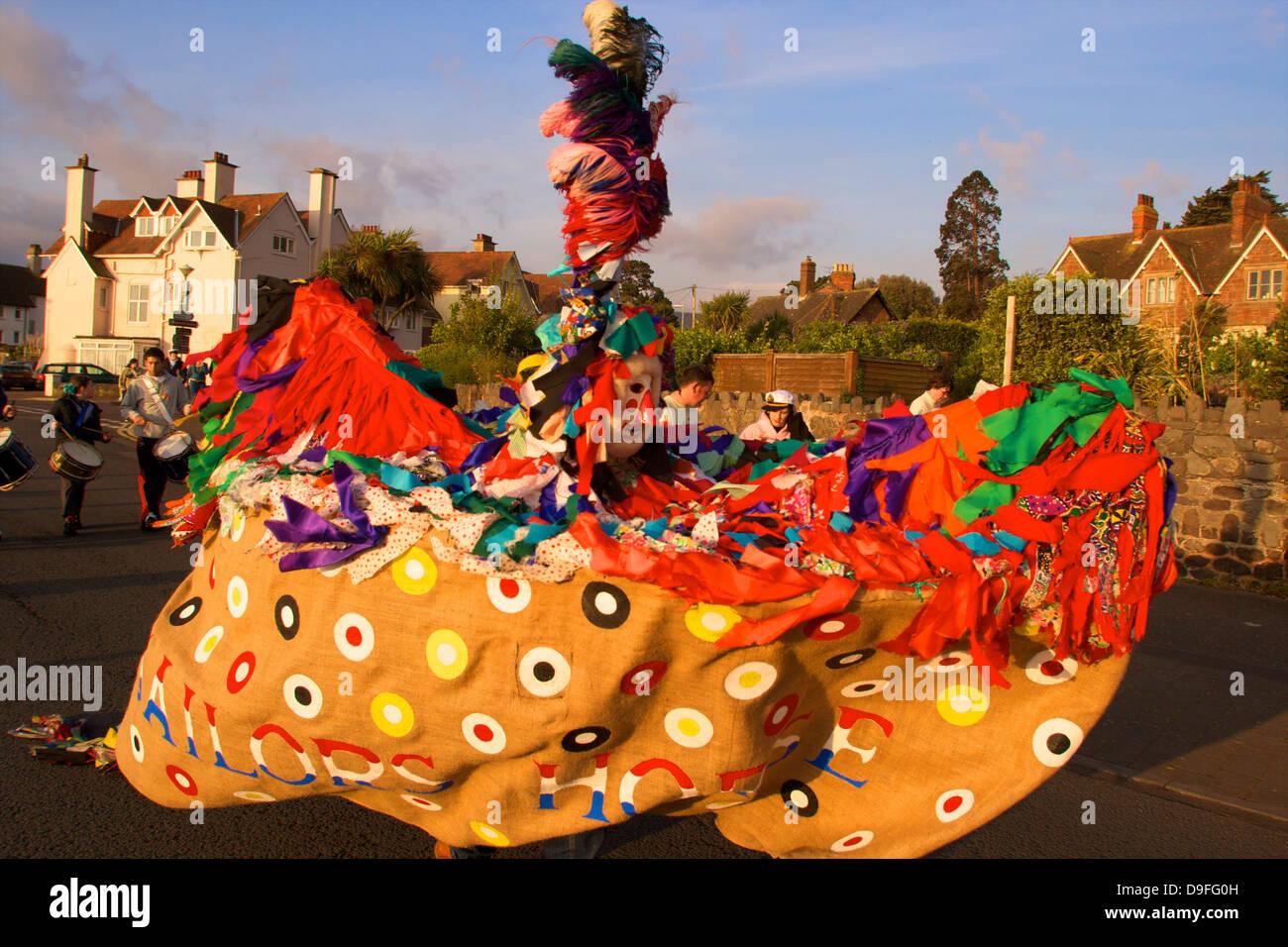 Maifeiertag Hobby Horse, Minehead, Somerset, England, Vereinigtes Königreich Stockbild