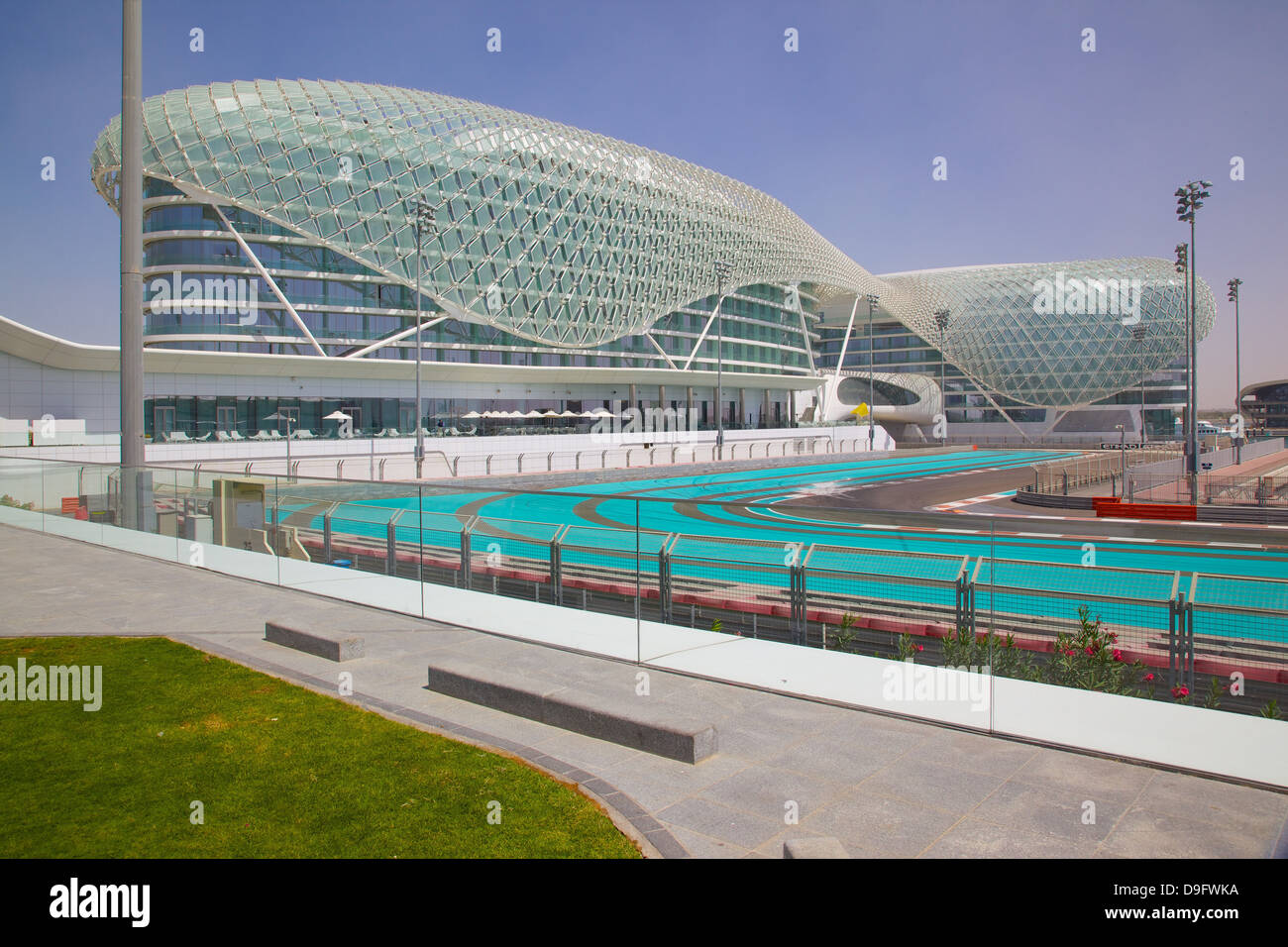 Viceroy Hotel und Formel 1 Rennstrecke Yas Island, Abu Dhabi, Vereinigte Arabische Emirate, Naher Osten Stockbild