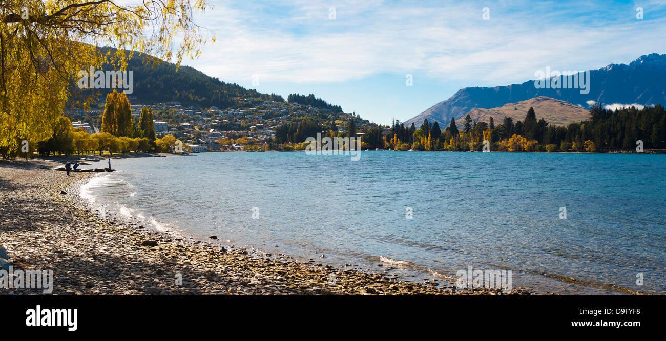 Queenstown Bay und Lake Wakatipu Panorama, Otago, Südinsel, Neuseeland Stockbild