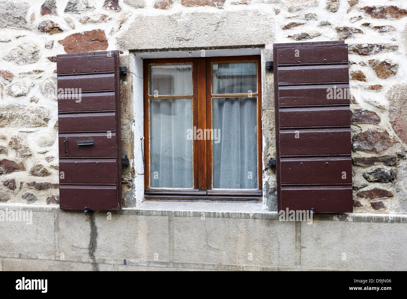 old stone window open stockfotos old stone window open bilder alamy. Black Bedroom Furniture Sets. Home Design Ideas