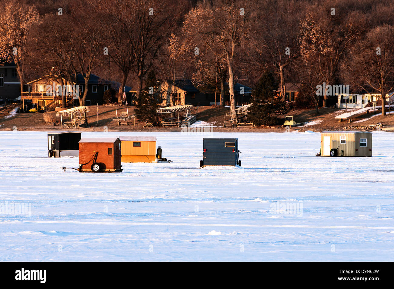 Eisfischen Häuser auf gefrorenen Spring Lake in Scott County ...