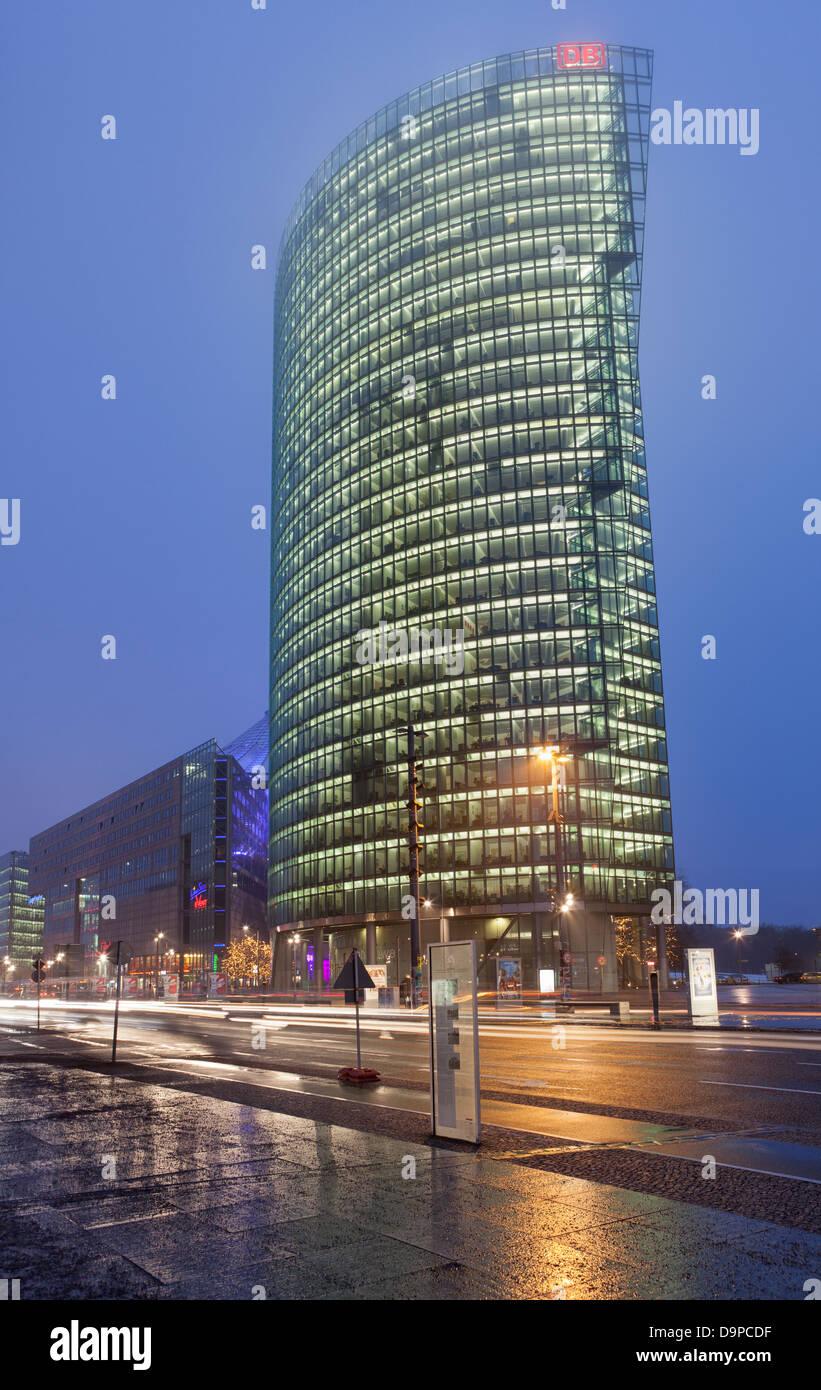 Die Bahn-Tower am Potsdamer Platz bei Nacht, Berlin, Deutschland Stockbild