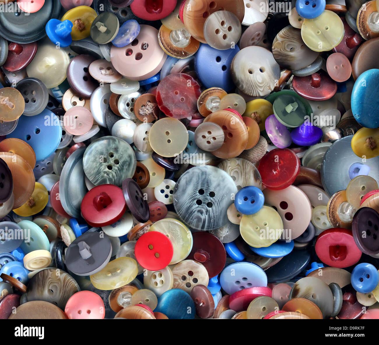 Gruppe von alten generischen Bekleidungs- und Textilindustrie Tasten als ein Mode-Design-Konzept für die Bekleidungsindustrie Stockbild