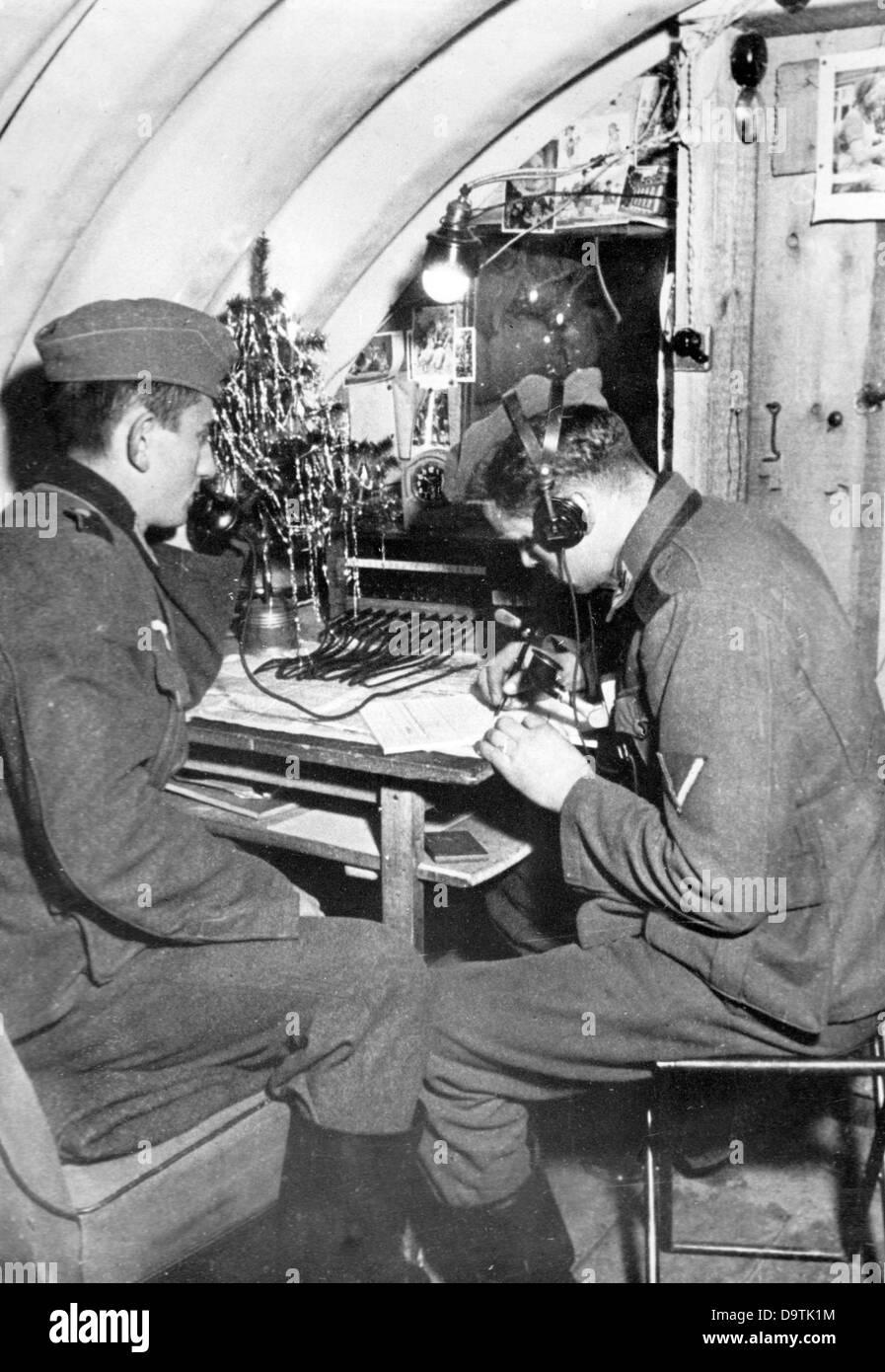soldaten der deutschen wehrmacht sind bei der arbeit beim. Black Bedroom Furniture Sets. Home Design Ideas