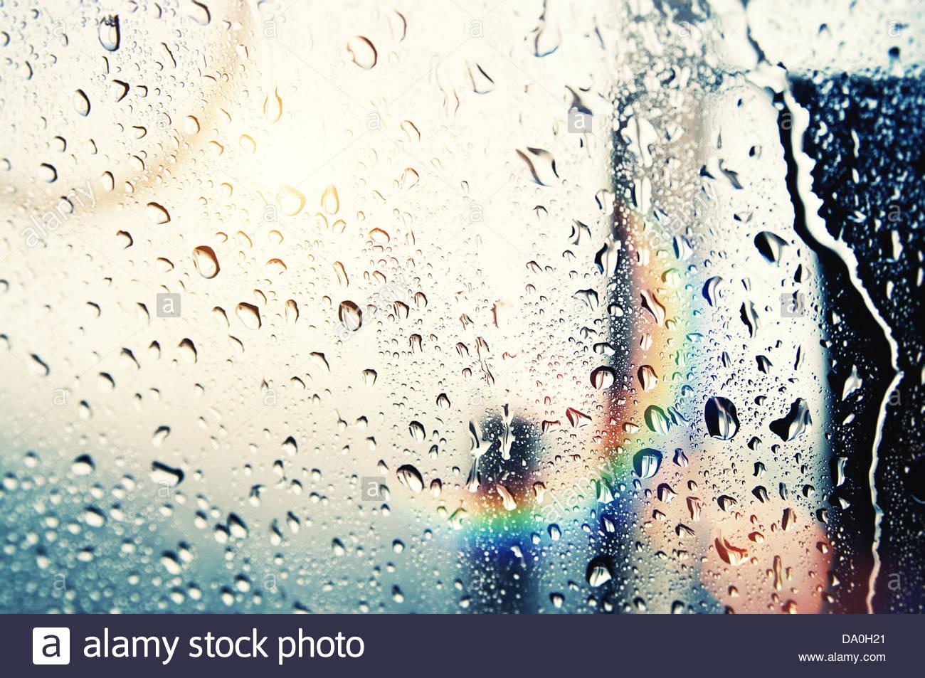 Sonne und Regentropfen Stockbild
