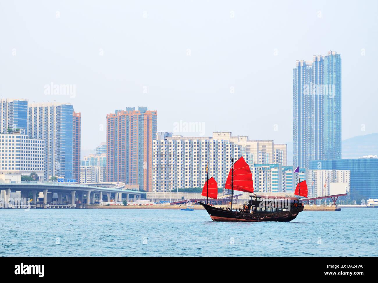 Chinesische Junk-shp in Victoria Harbour, Hong Kong, China. Stockbild