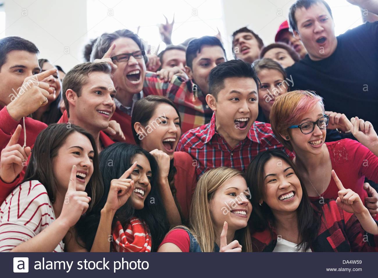Große Gruppe von Studenten posieren für Bild am College Sportveranstaltung Stockbild
