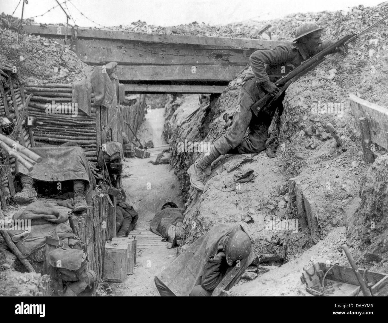 CHESHIRE REGIMENT Soldaten von einer Firma, 11. Bataillon, in Ovilliers-la-Boiselle, während der Schlacht an Stockbild