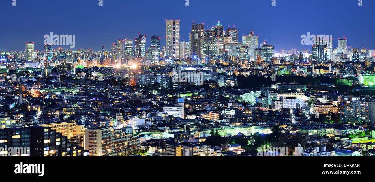 Tokio-Panorama mit Blick auf das Shinjuku Bankenviertel vom Stadtteil Ebisu. Stockbild