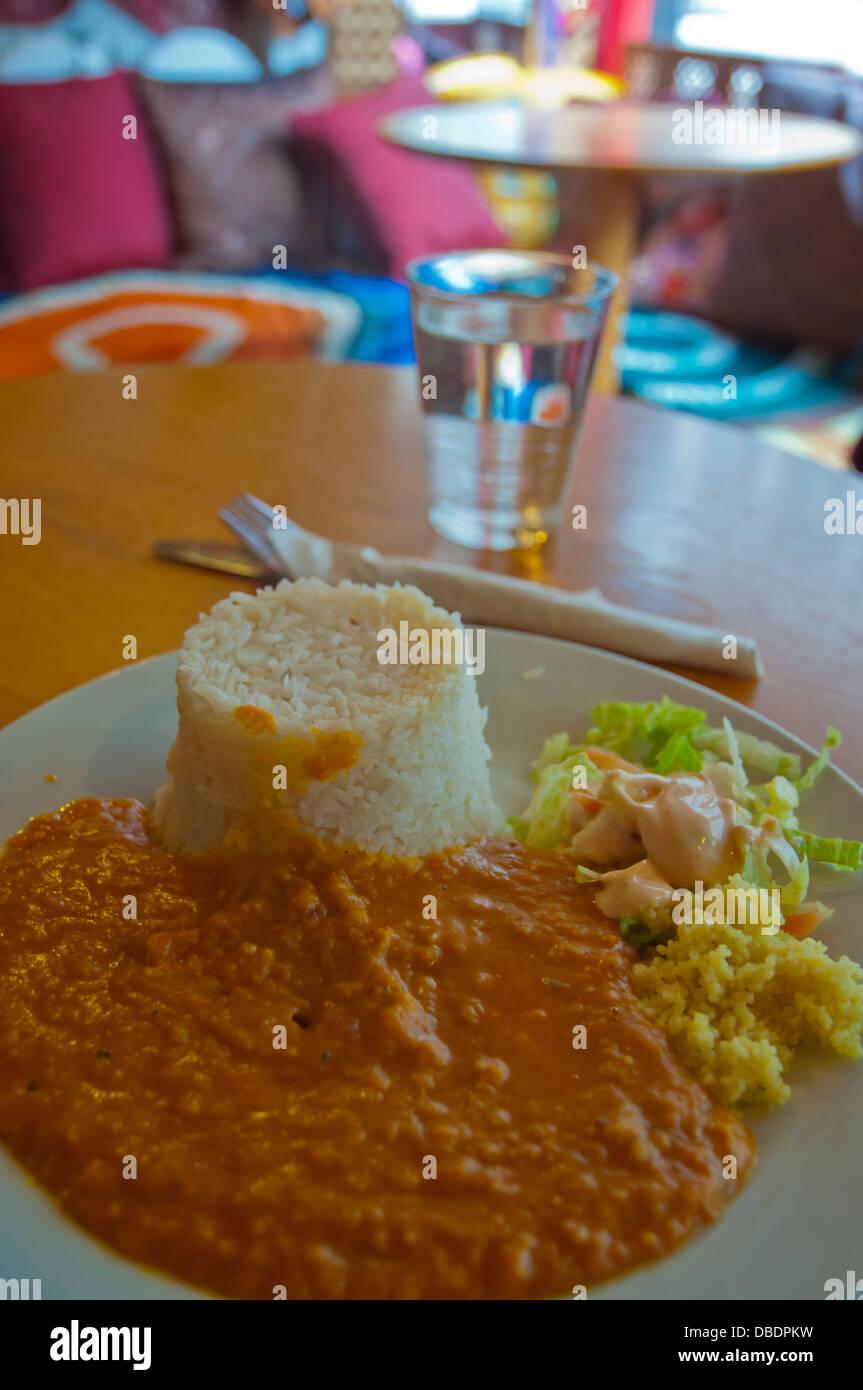 Günstige indische dal und Reis essen Altstadt Edinburgh Schottland Großbritannien UK Europe Stockbild