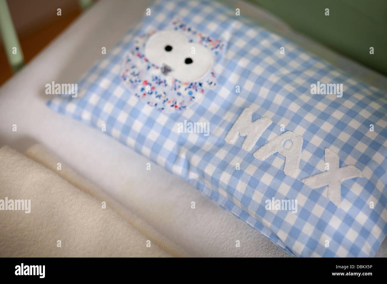 Kissen In Kinderbett, München, Bayern, Deutschland Stockbild