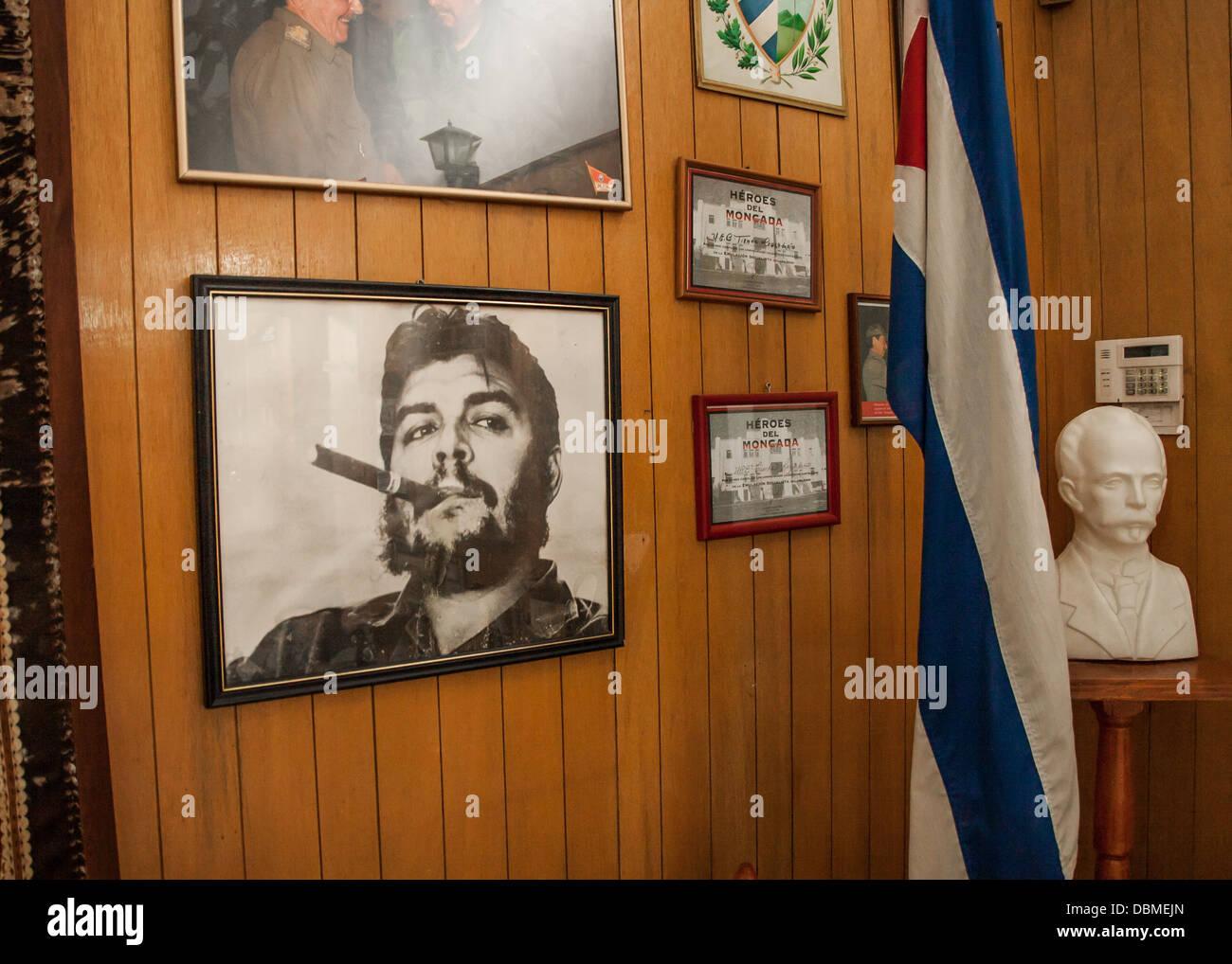 Fotos an der Wand in Havanna Kuba von Fidel Castro Stockbild