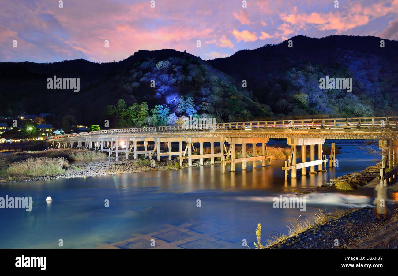 Katsura Fluss und Togetsukyo Bridge in Arashiyama, Kyoto, Japan. Stockbild