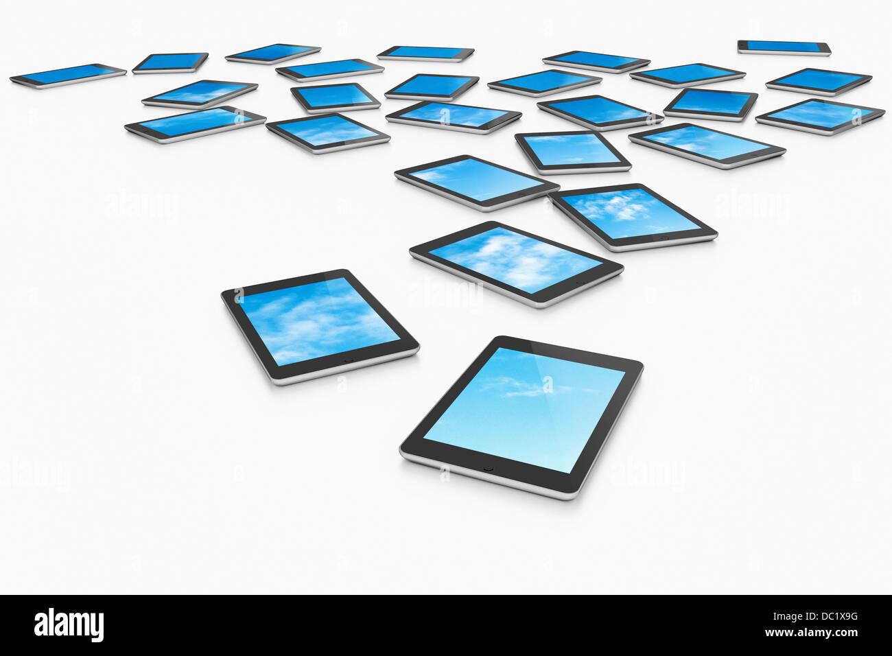 Große Gruppe von digitalen Brettchen anzeigen Auswahl an blauen Himmel Stockbild