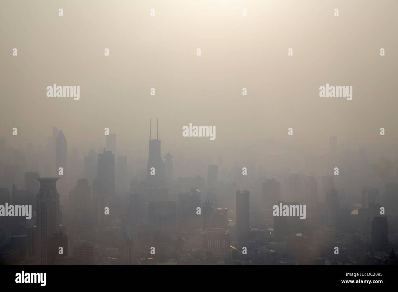 Nebel über der Stadt Shanghai, China Stockbild