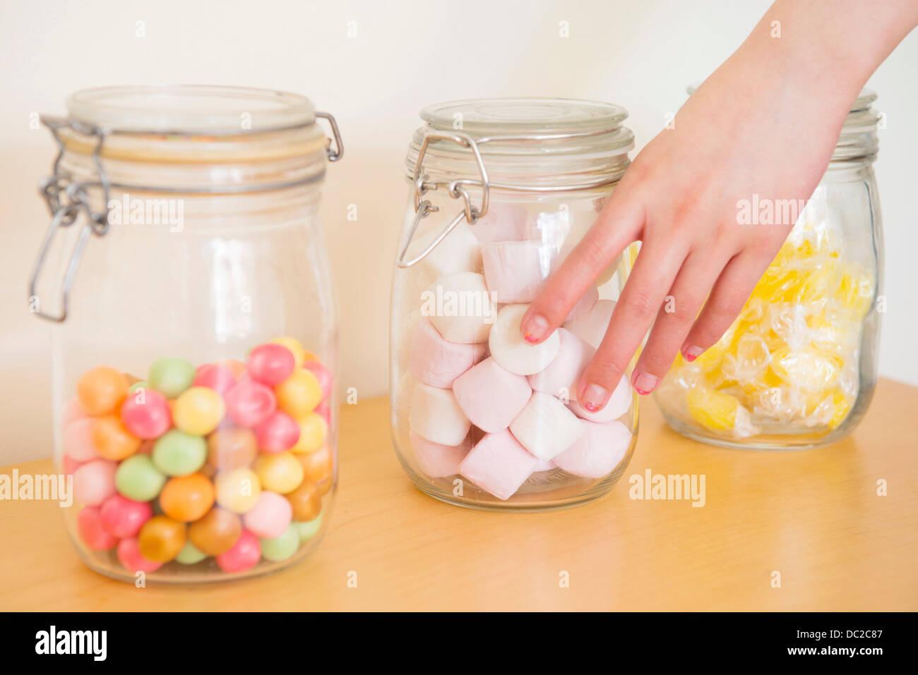 Hand zu berühren Glas Marshmallow Stockbild