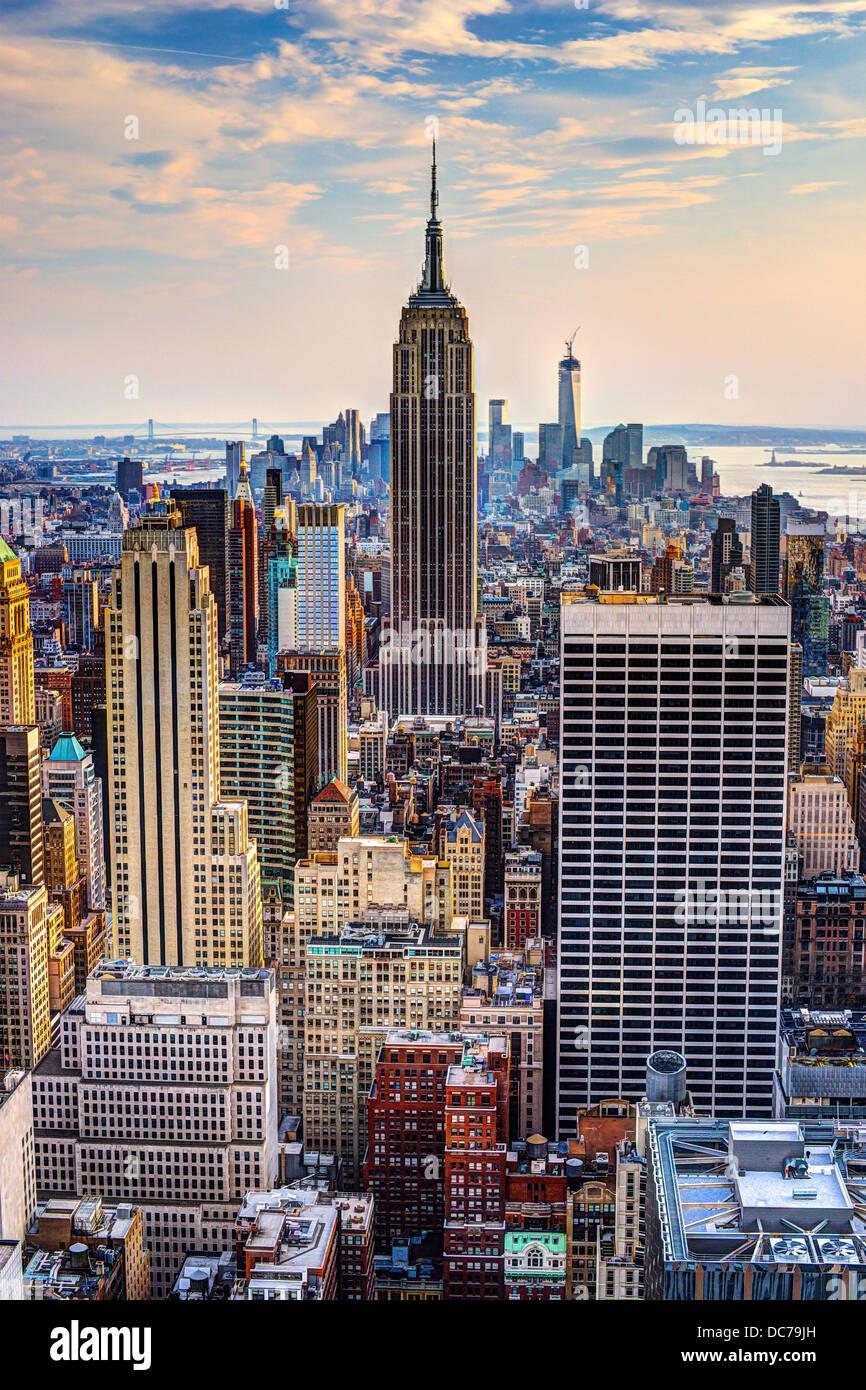 Skyline von Midtown New York City, USA in der Abenddämmerung. Stockbild