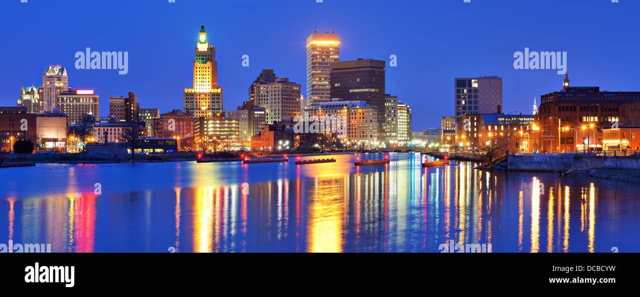 Providence, Rhode Island, USA Panorama aus über den Fluss der Vorsehung. Stockbild