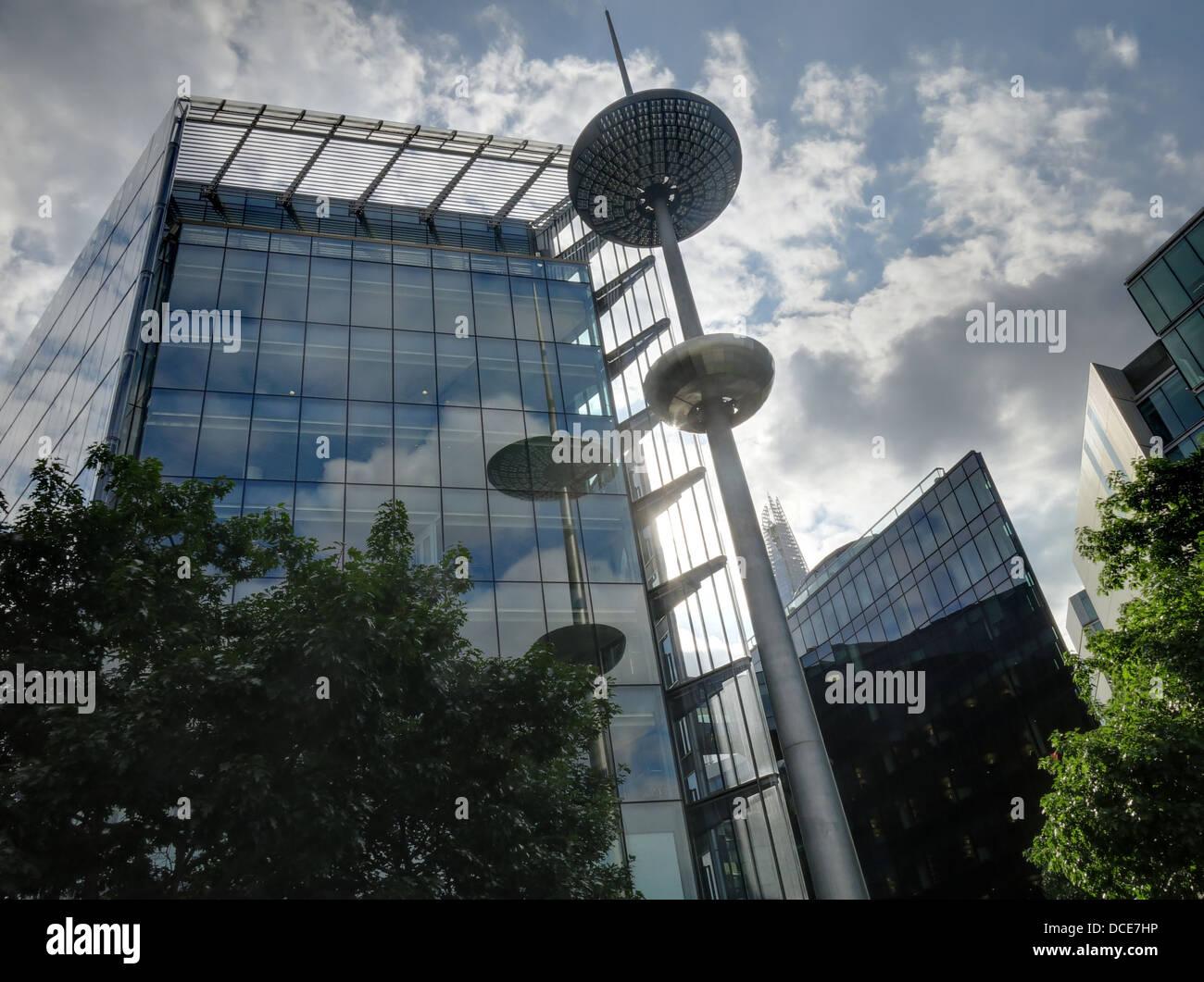 Laden Sie dieses Alamy Stockfoto Ich, mehr zu London Ort in der Nähe von Rathaus, Southwark, London England, UK SE1 2AF - DCE7HP