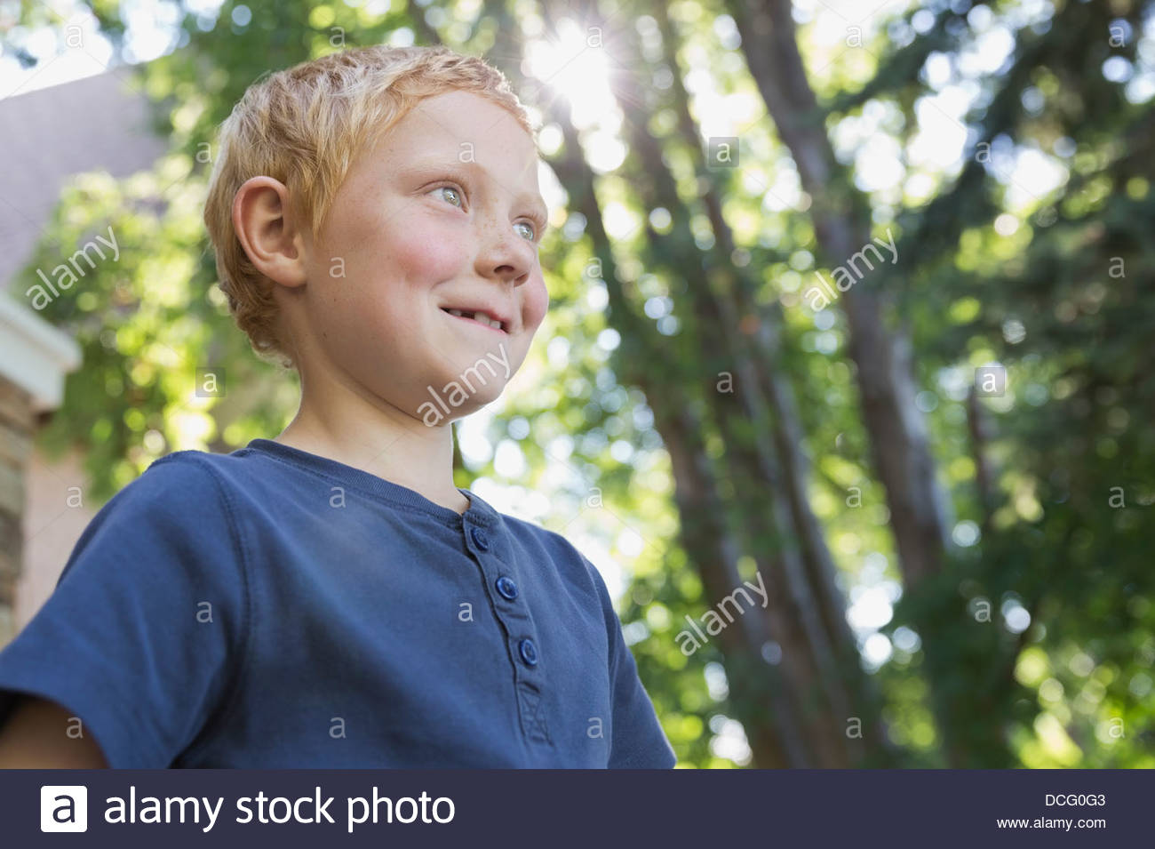 Porträt des kleinen Jungen im freien Stockbild