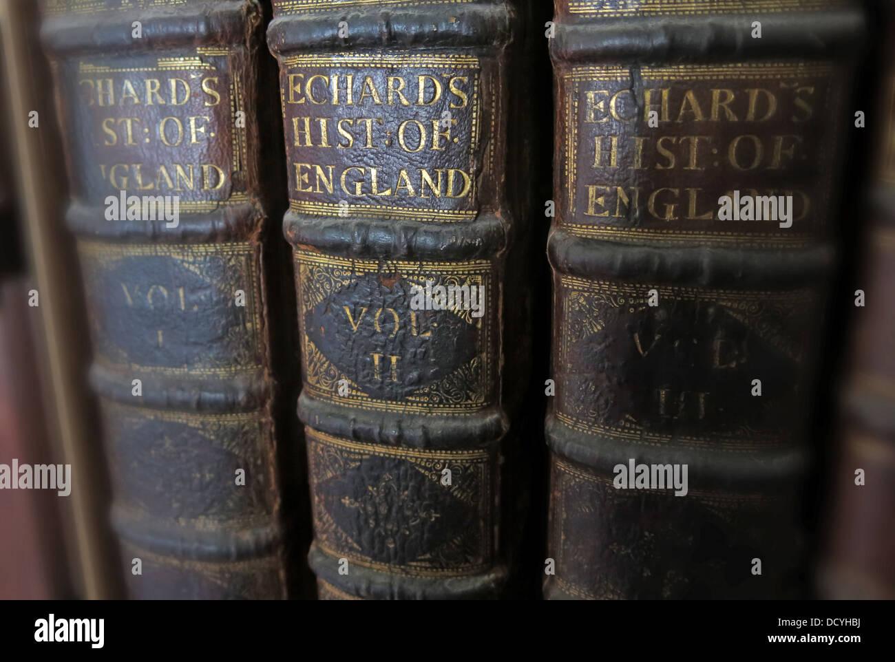 Laden Sie dieses Alamy Stockfoto Antike & alte Bücher, Echards Geschichte Englands, Vol 1, VolII, VolIII, - DCYHBJ