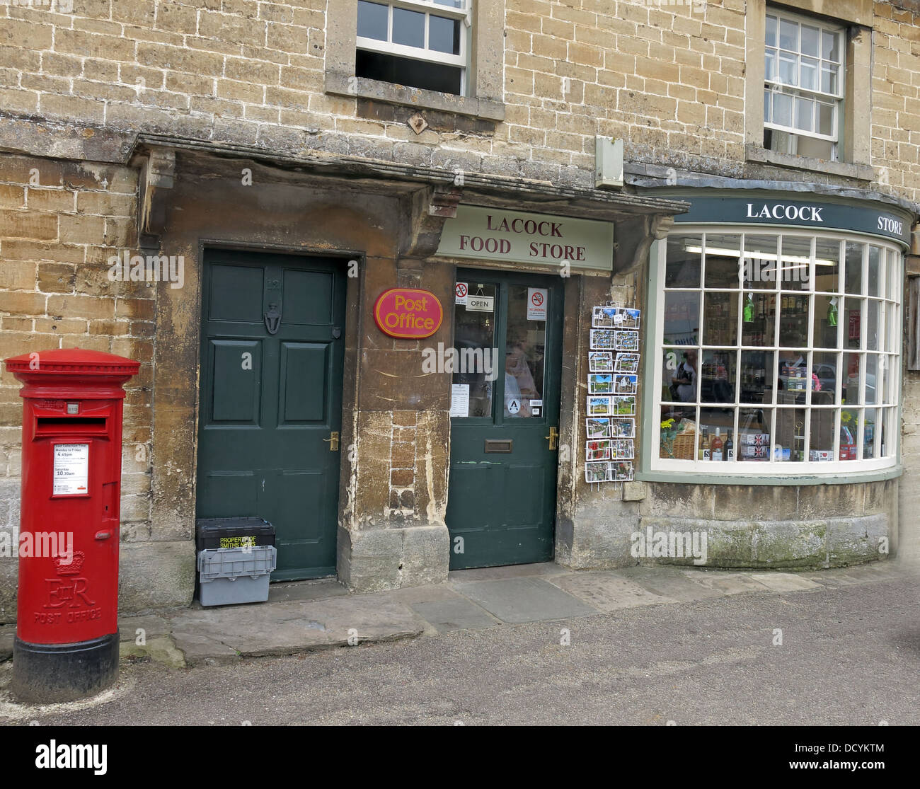 Dieses Stockfoto: Lacock Post, Lacock, Wiltshire, England, SN 15. - DCYKTM