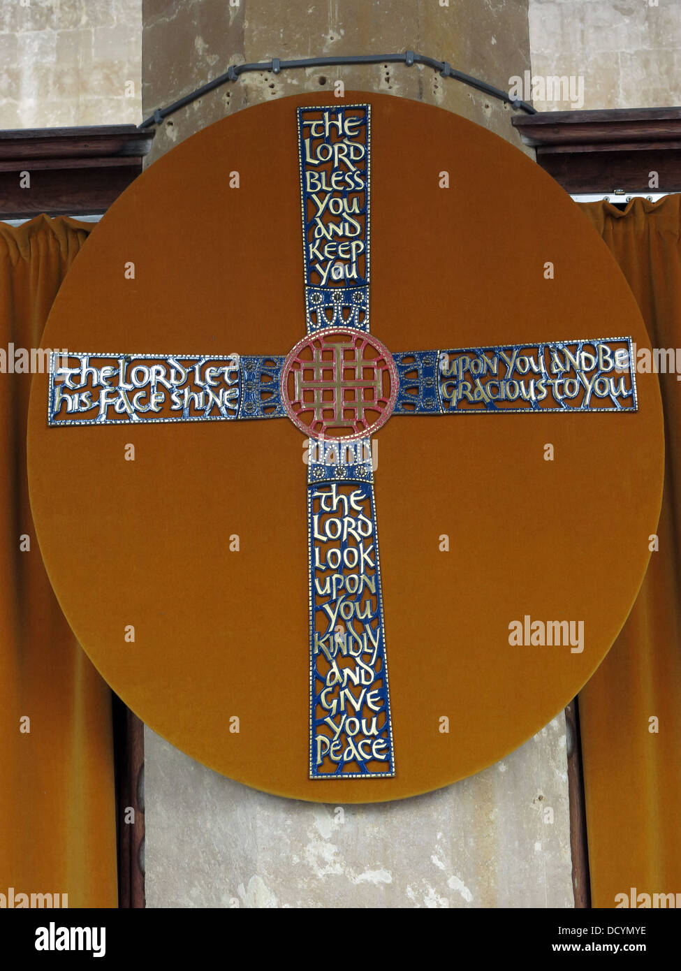 Dieses Stockfoto: Kreuz, Lacock Abbey, Lacock, Wiltshire, England, SN 15. - DCYMYE