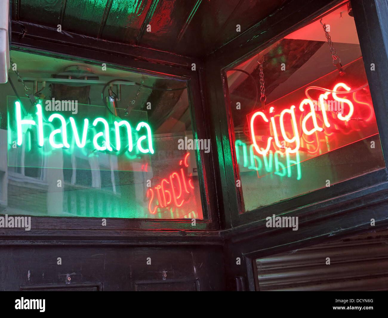 Dieses Stockfoto: Leuchtreklame für Havanna Zigarren, Zigarren shop - DCYN6G
