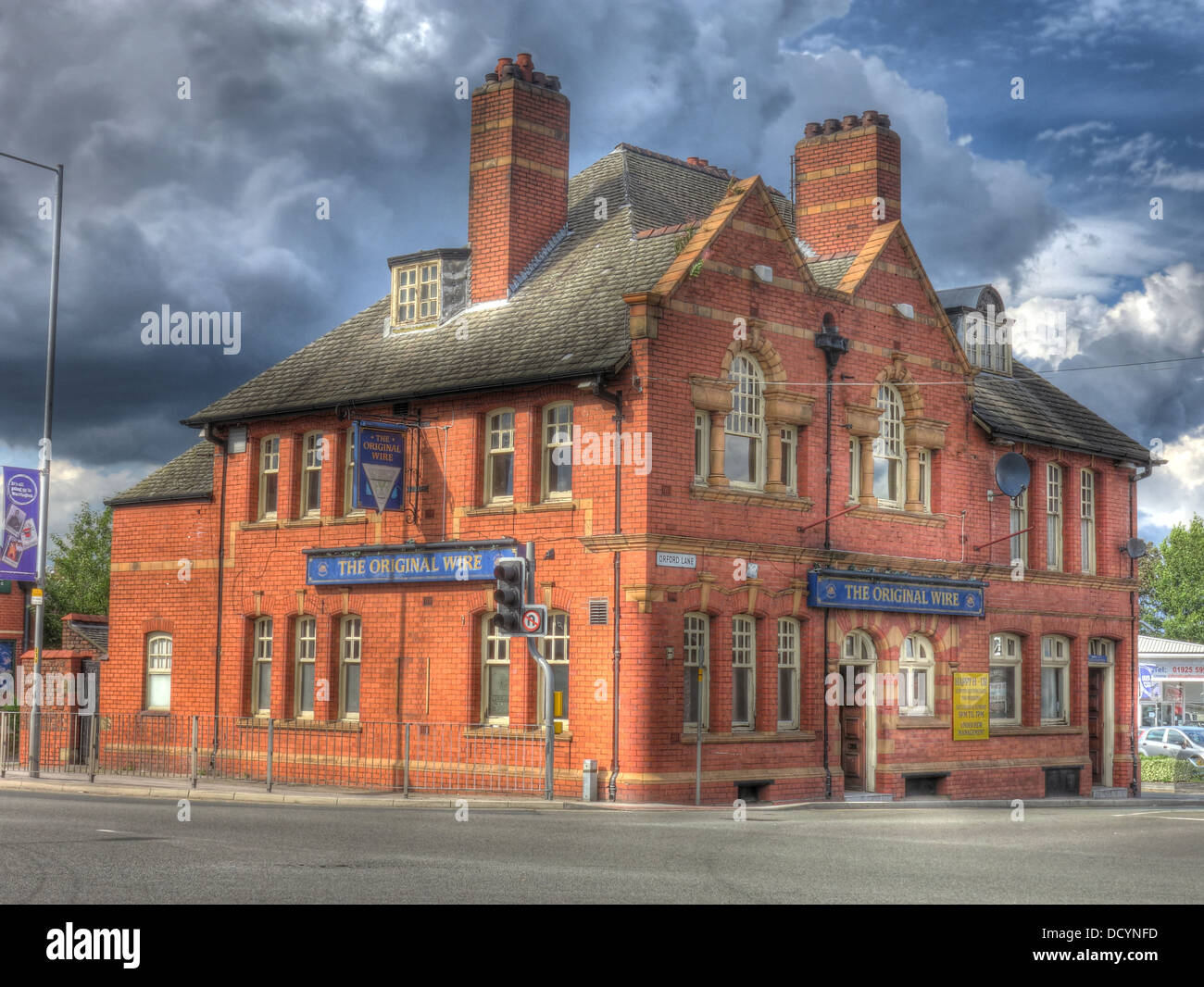 Dieses Stockfoto: Das ursprüngliche Kabel Pub, (die Leitung), 2 Orford Ln, Warrington, Cheshire, England, UK WA 2 7 AB-Sports Bar - DCYNFD