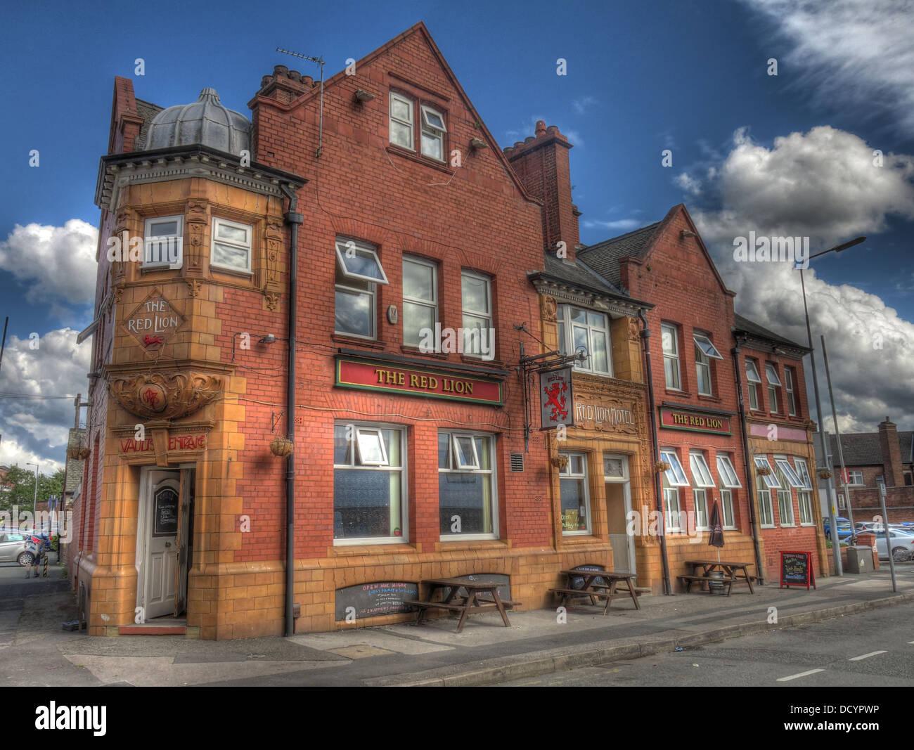 Dieses Stockfoto: Das Red Lion Hotel, Winwick Road, Warrington, Cheshire, England, UK, WA2 7DH, erbaut 1825 - DCYPWP