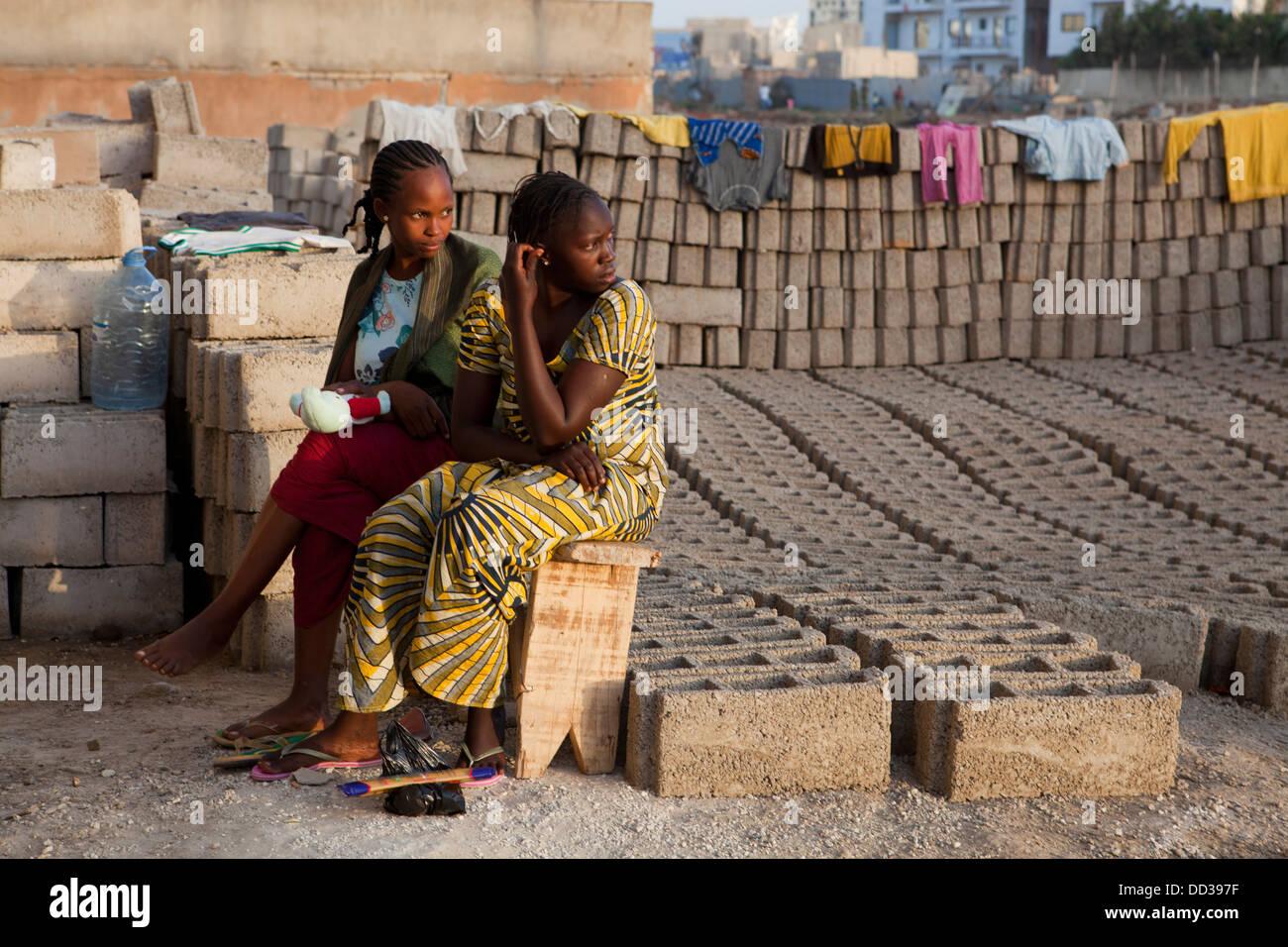 Alltag in einem Vorort von Dakar, Senegal. Stockbild