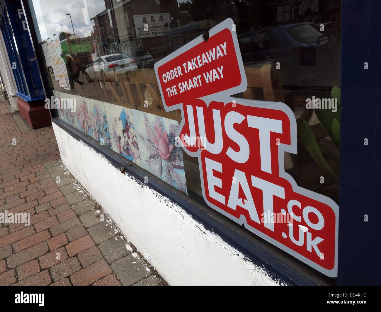 Laden Sie dieses Alamy Stockfoto Bestellung zum Mitnehmen die intelligente Art, nur Essen (JustEat.co.uk) 0 Stunden gig Wirtschaft Lieferservice - DD4RHG