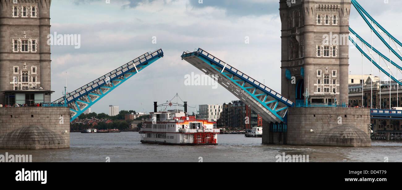 Laden Sie dieses Alamy Stockfoto Detail der Tower Bridge London öffnen, England UK - DD4T79