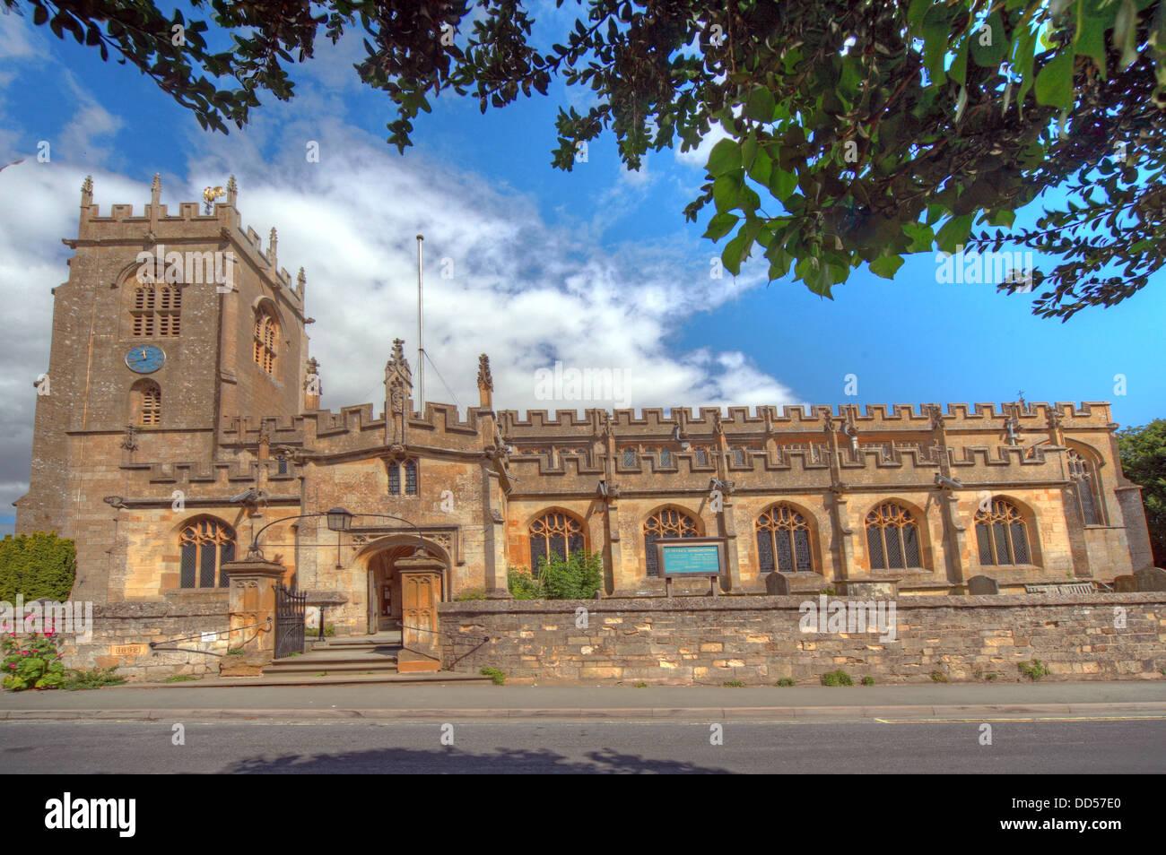 Laden Sie dieses Alamy Stockfoto St. Peters Kirche, Winchcombe, Cheltenham, Gloucestershire, England, GL54 5LU - DD57E0